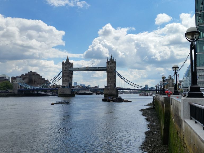 tower-bridge-hdr-k-zoom-s5-compare.jpg